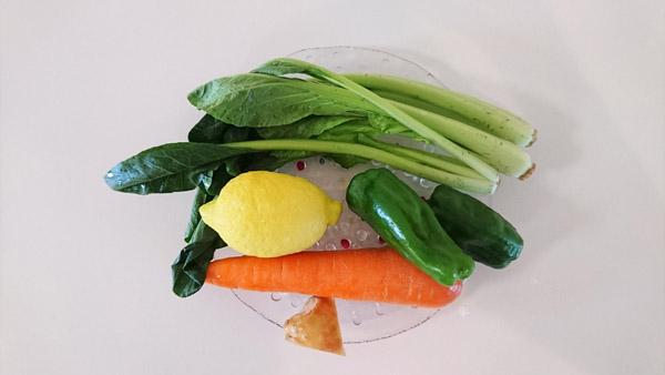 ニンジンドリンクに小松菜を加えたカルシウムによる精神安定効果の高いドリンクの材料の画像