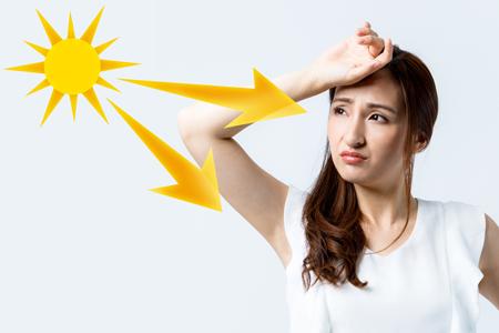 紫外線を浴びている女性の画像