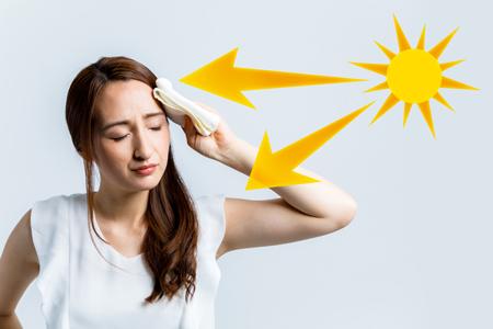 紫外線にあたる女性の画像