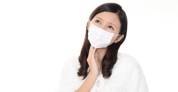 マスクとほうれい線の関係に悩む女性の画像