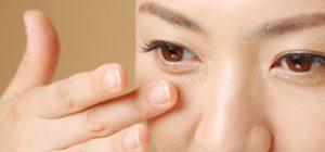目の下のくまをメイクで消す方法の説明画像