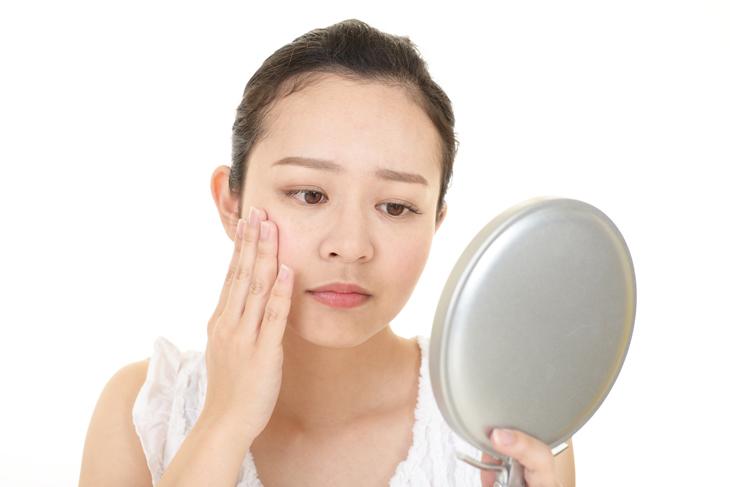 顔のたるみの原因のイメージ画像