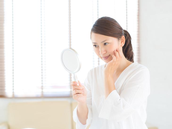 顔のたるみをとりたい女性の画像