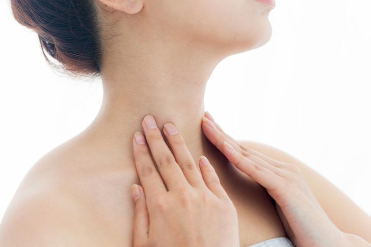 首のたるみの原因の血行不良のイメージ画像