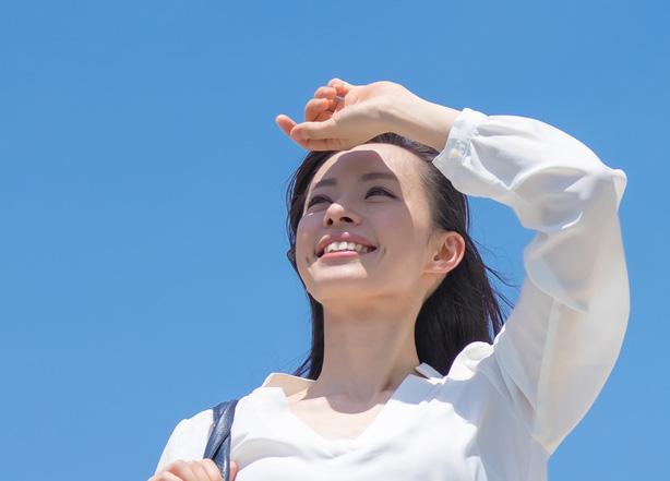 首のたるみ紫外線が原因のイメージ画像