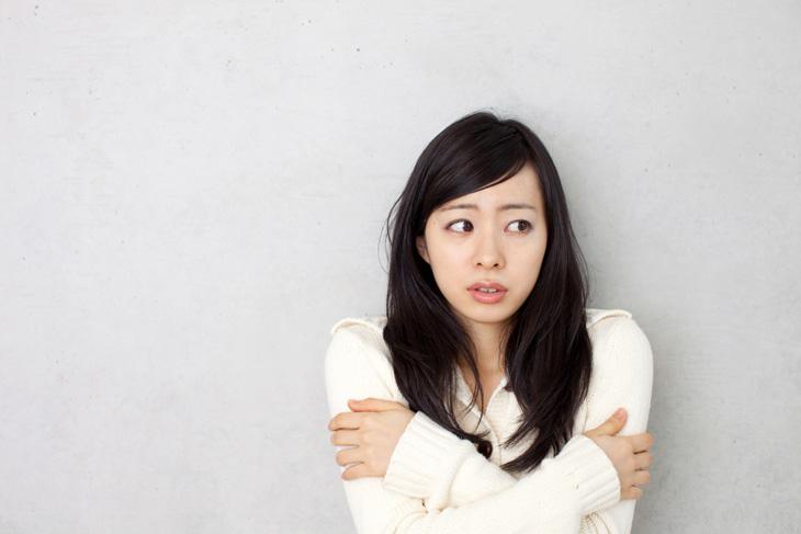 冷えに悩む女性の画像