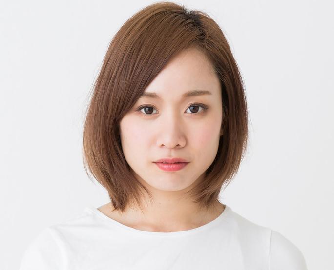 無表情の日本人女性の画像