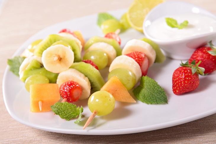 フルーツのヨーグルト添えの画像