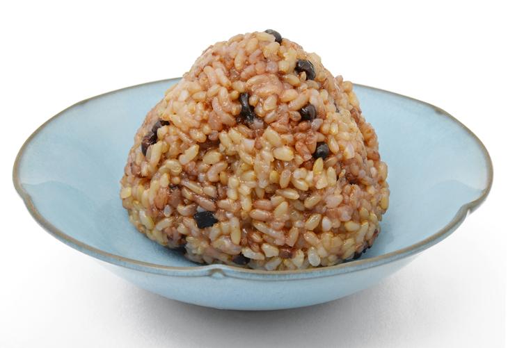 玄米のおにぎりの画像