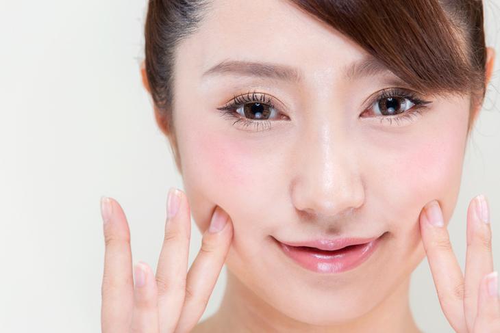 肌荒れをスキンケアで解消した女性の画像