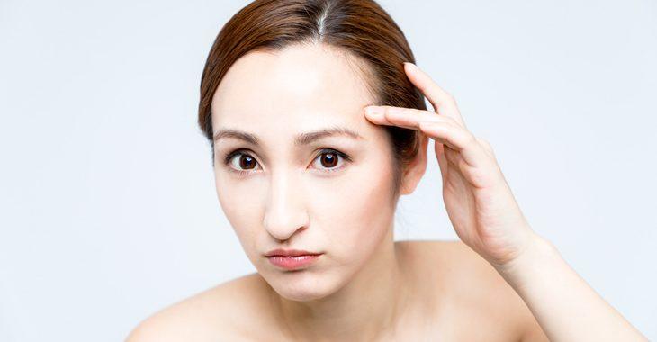 眼輪筋トレーニングが逆効果になるのが心配な女性の画像