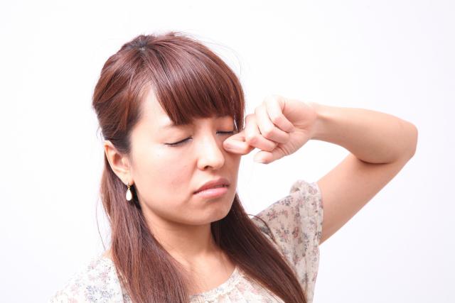 アレルギーの女性の画像