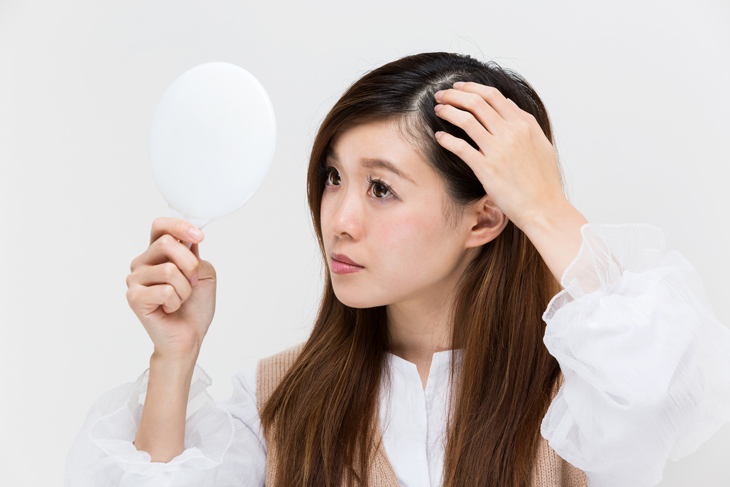 目元のシワ改善の頭皮ケアのイメージ画像