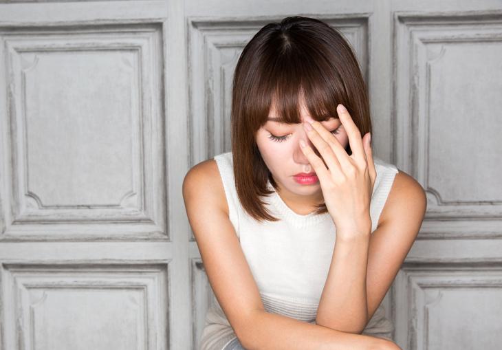肌のピリピリがストレスからきている女性の画像