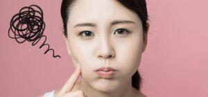 肌が汚いことに悩む女性の画像